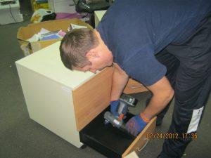 офисный переезд с разборкой мебели