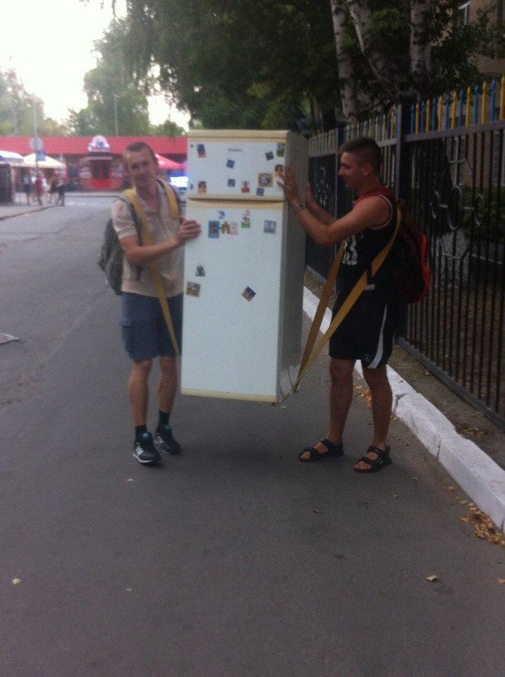 Перевезти холодильник, или как грузчики холодильник носили