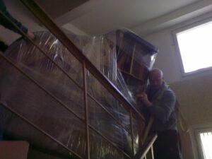 Спуск рояля по лестнице