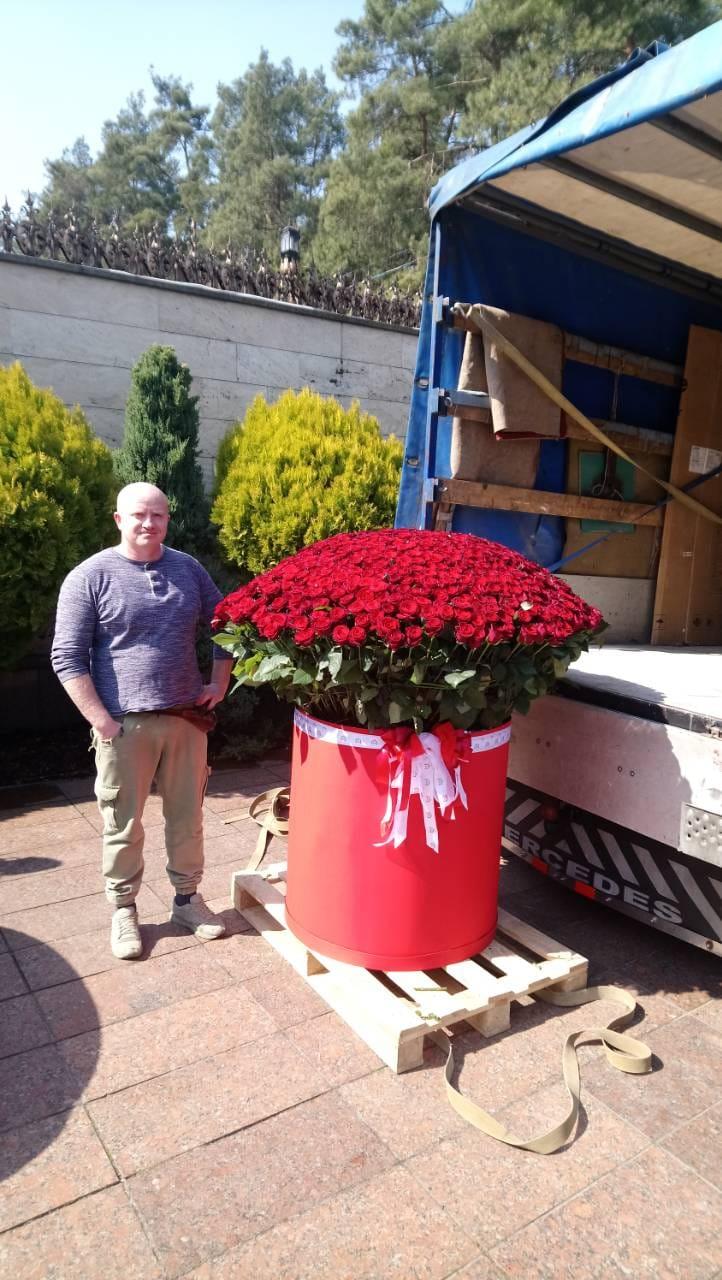 Доставка цветов с подъемом в квартиру (Большие букеты)