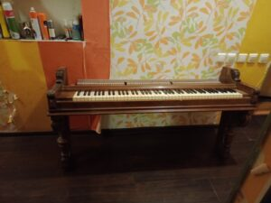 демонтаж клавиатуры пианино